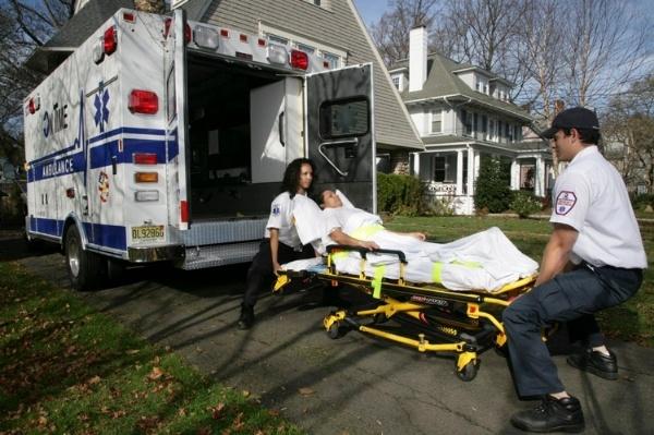 proper_lifting_technique_ontime_ambulance-954392-edited.jpg